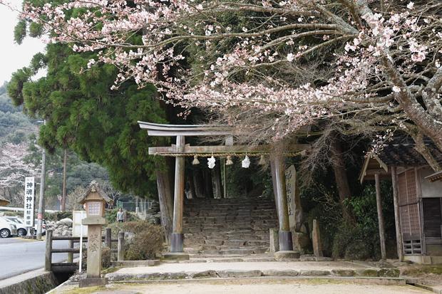 kamosu-jinjya01.jpg