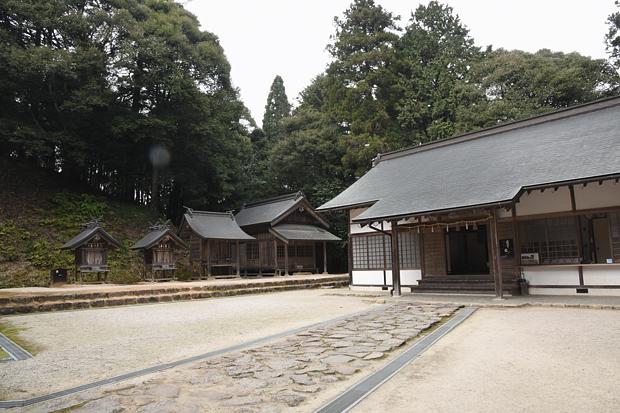 kamosu-jinjya05.jpg